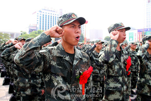 People bid farewell to military recruits in Nanyang